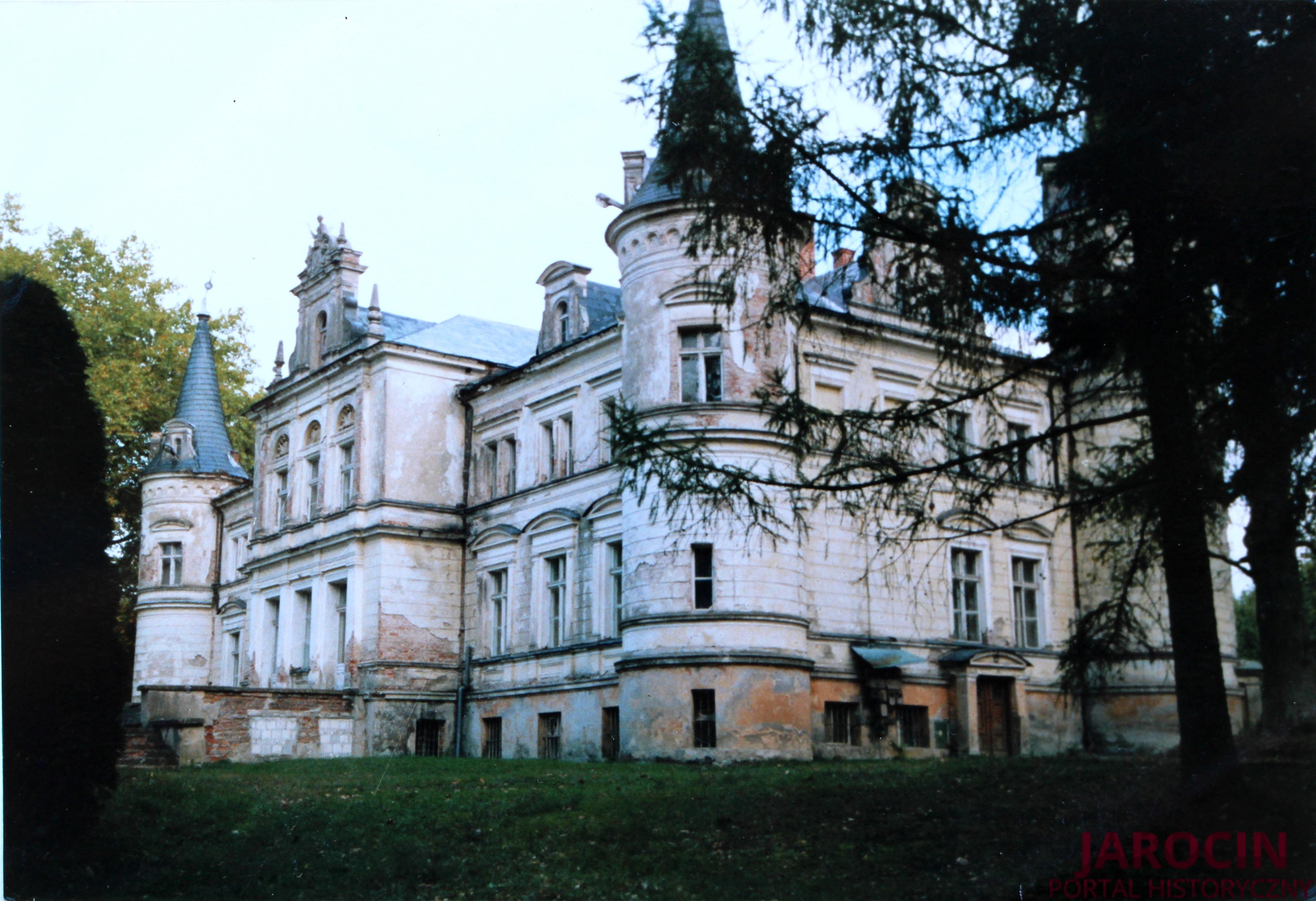 Dwory i pałace