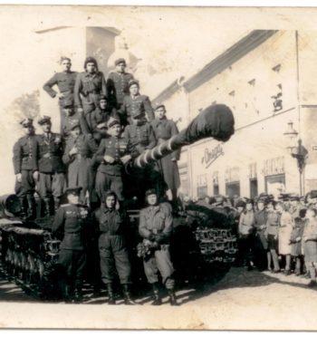 """Tomasz Cieślak, """"4. Pułk Czołgów Ciężkich w Jarocinie w latach 1945-1947"""""""