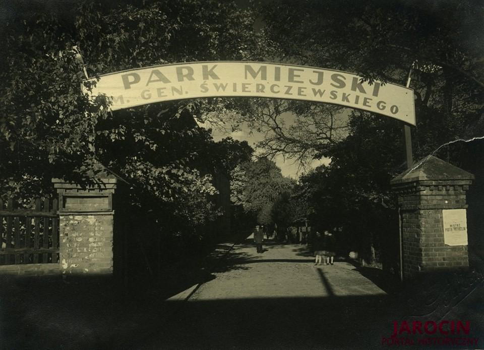 Park Miejski w cieniu generała