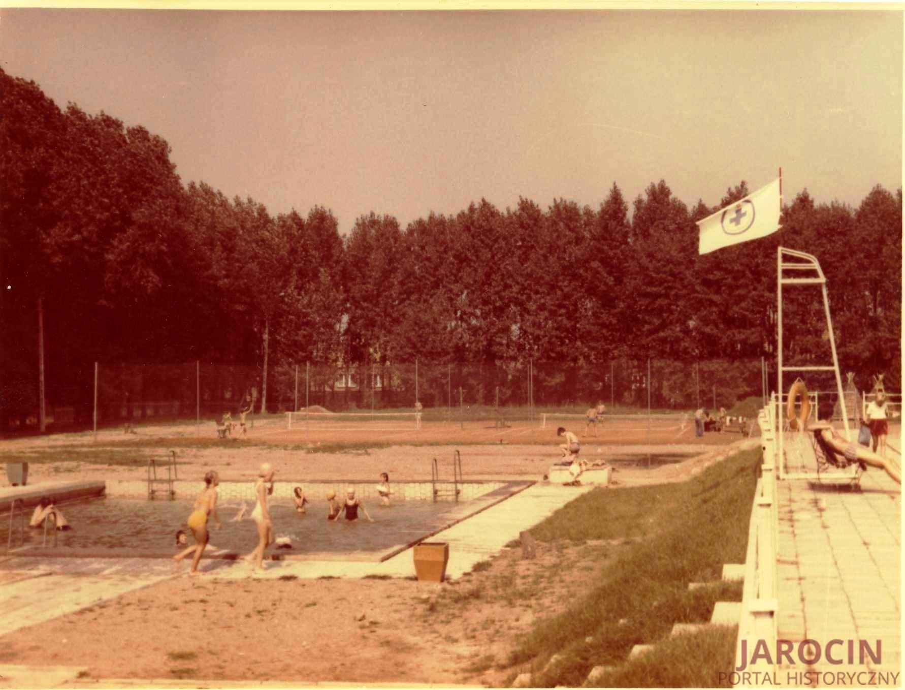 Jarociński basen rodem z lat 70.